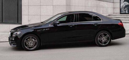 Mersedes-Benz Е-class-W213 с водителем