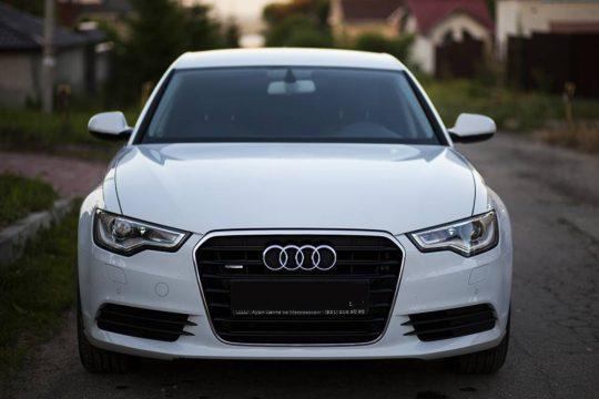 Audi A6 белая