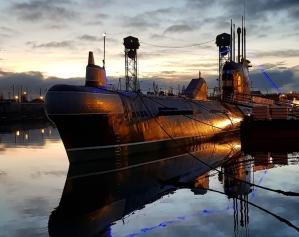 Фото лодки музея снаружи