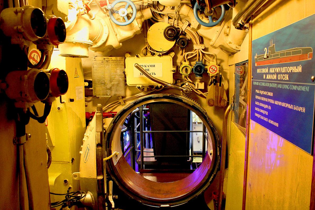 Фото лодки-музея внутри
