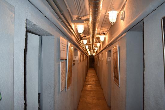 Фото коридора в музее Бункере