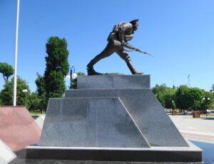 скульптурная композиция «Штыковая атака»