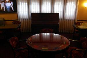 музей «Витязь» - стол с флагами